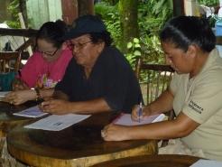 Al centro, Harry Chávez, Coordinador del Proyecto Derecho a Una Identidad; a la derecha, Linda del Carmen Arauz Altamirano, delegada del Ministerio de la Familia en Mulukukú.